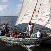 Zarpa Flip Flopi, el primer velero elaborado con material reciclado