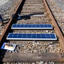En Italia se utilizan llantas usadas para convertir vías ferroviarias en plantas de energía solar