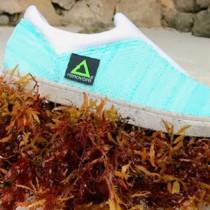 Zapatos mexicanos con suela hecha de sargazo y botellas de plástico reciclado