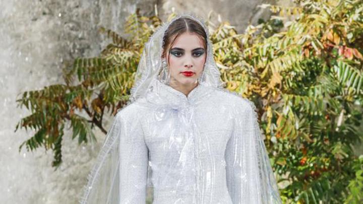 Diseñadores de ropa combinan la moda y la sustentabilidad
