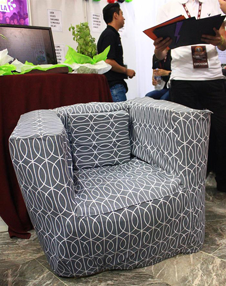 Estudiantes del Instituto Politécnico Nacional crean sillones 100 % PET reciclado
