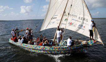 4 Zarpa Flip Flopi, el primer velero elaborado con material reciclado
