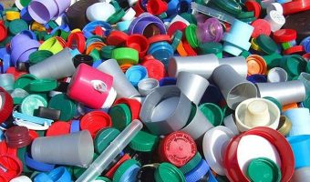 Varias multinacionales se comprometen a reducir el uso del plástico en Indonesia