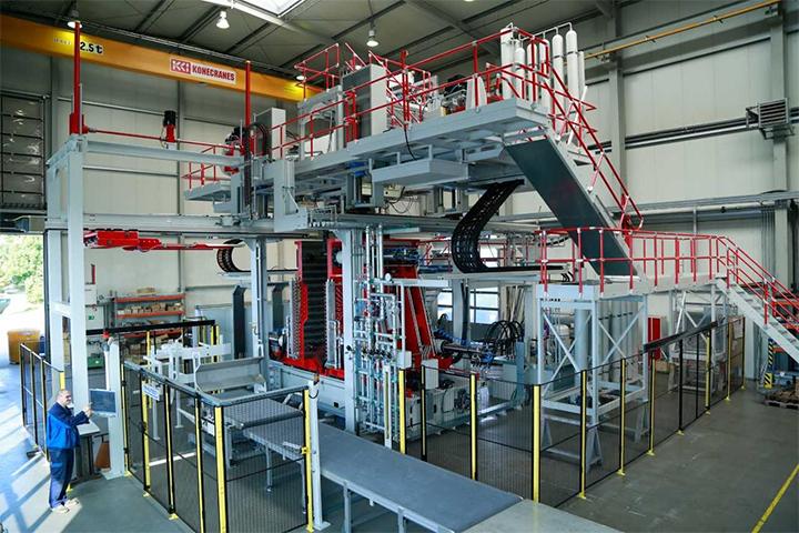 El Grupo RIKUTEC presenta máquinas de moldeo por soplado multicapa en K 2019