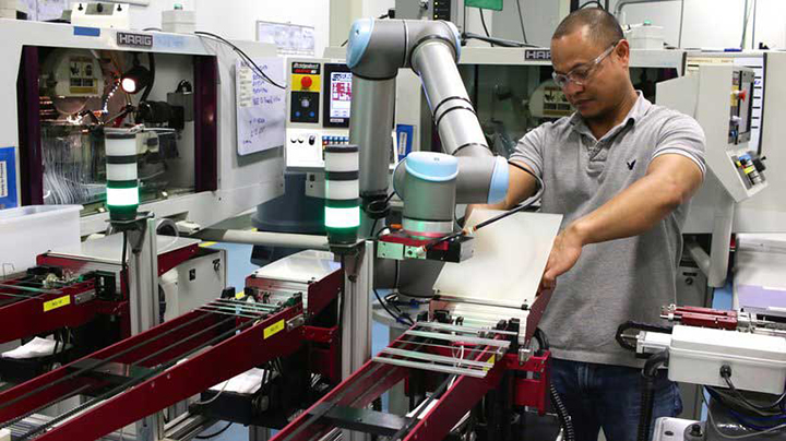 Universal Robots lanza nueva interfaz para aplicaciones de moldeo por inyección