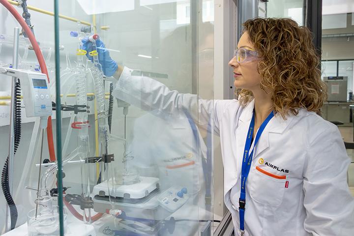 El proyecto ENZPLAST2 desarrolla diferentes usos de enzimas en el plástico