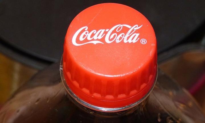 Preformas plásticas de Coca-Cola son convertidas en pruebas para Covid-19