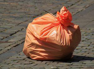Trust presenta un informe que analiza la contaminación de plásticos