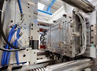 Presencia de las marcas de máquinas y equipos de proceso para la industria del plástico