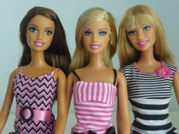 Barbie lanza una colección sostenible con 90% de plásticos reciclados