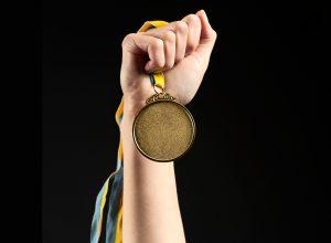Así se fabrican las medallas de plástico reciclado para los Juegos Olímpicos de Tokio